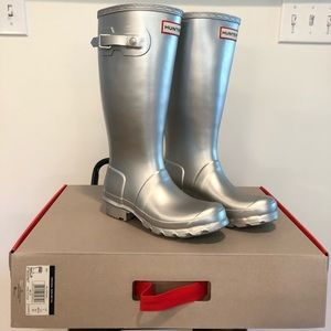 Brand New Silver Size 5 Girls Hunter Boots